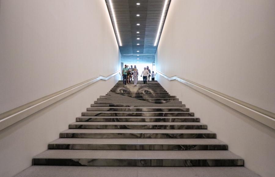 La escalera que mira