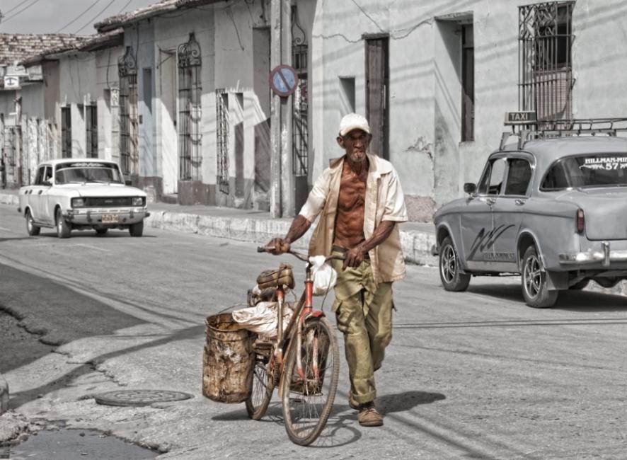 con su bicicleta
