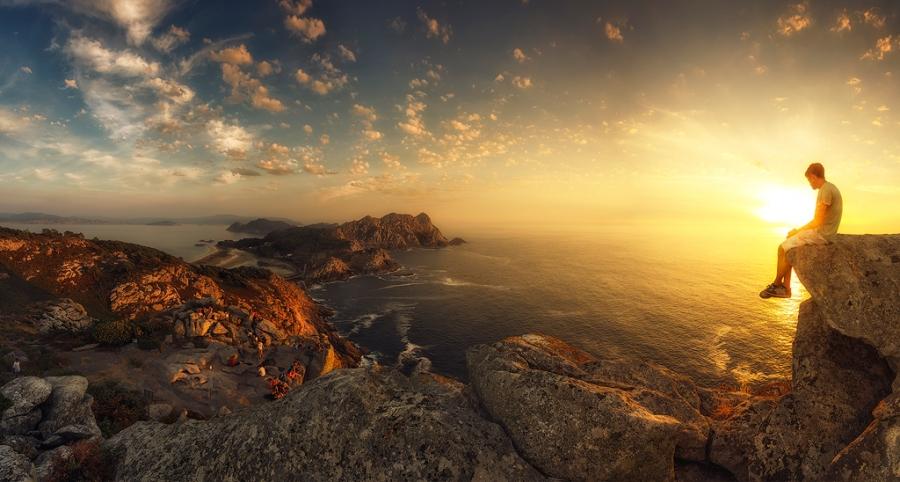 Contemplando la puesta de sol en Cíes
