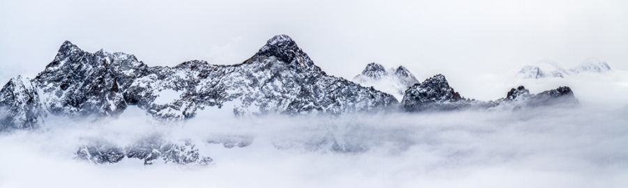 Cumbres entre nieblas