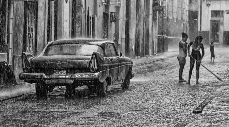 Tormenta de verano en Cuba - La Habana