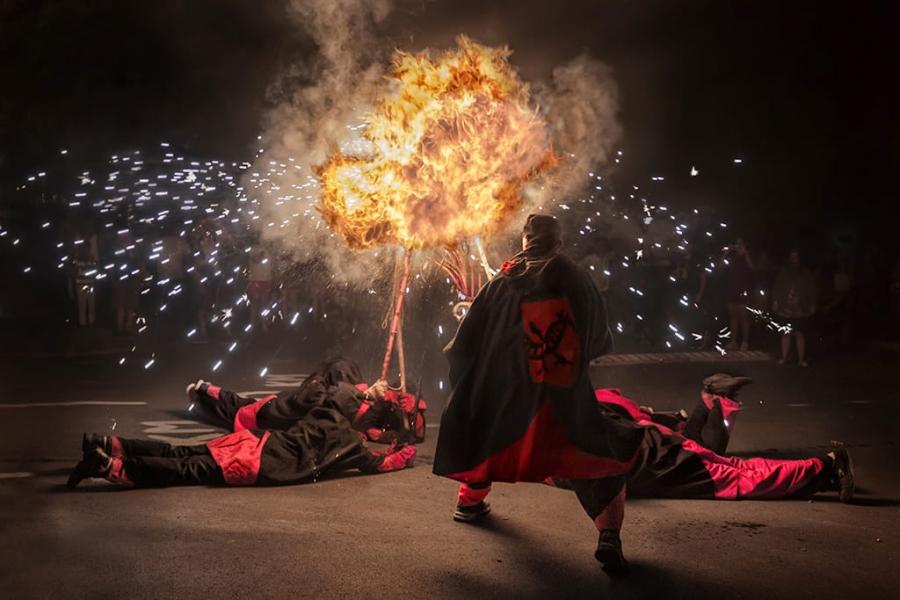 Diablos en llamas