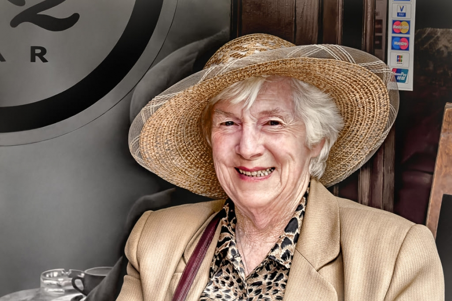 Retrato de mujer con sombrero