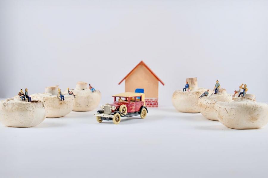 Miniaturas coches con espectadores