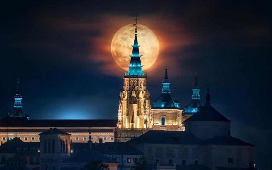 Toledo y la Luna