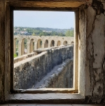 vigilando el acueducto